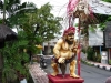 Ubud  - Monkey Forest road, statue